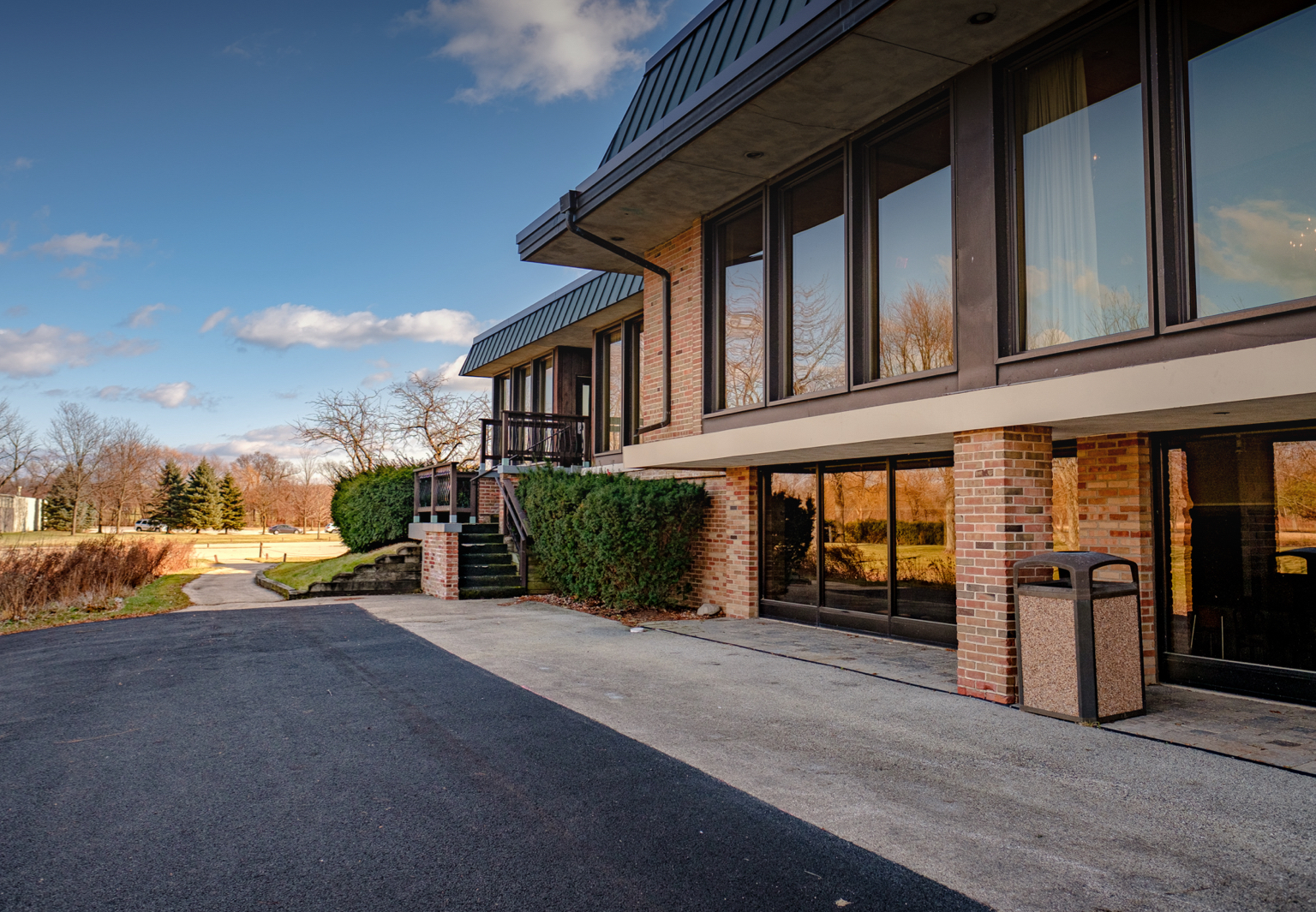 Outside of the Highland Park Country accessible to including Northbrook, Deerfield, Schaumburg, Naperville, Oak Park, Glenview, and Buffalo Grove Club private venue